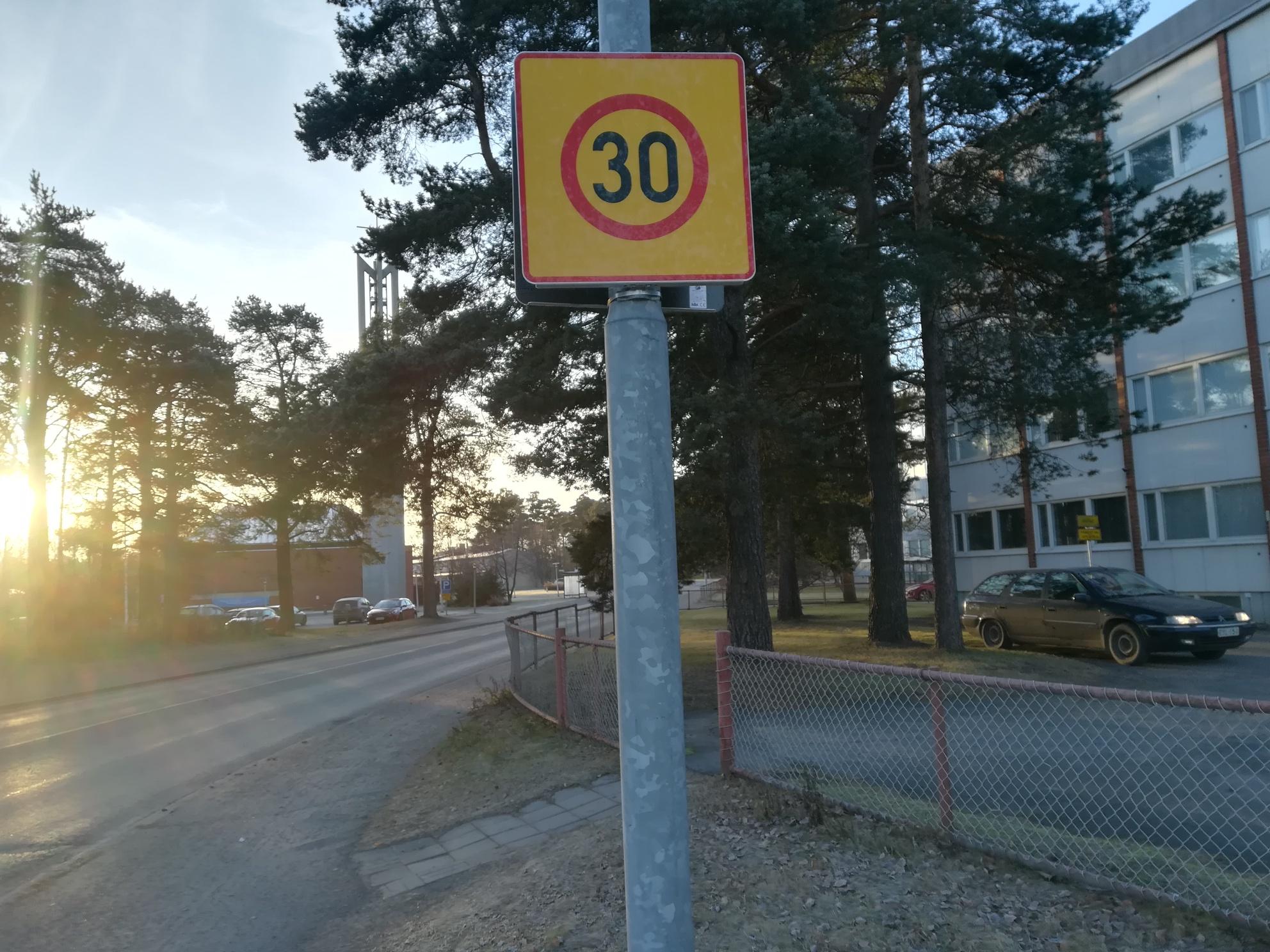 30 kilometrin aluenopeusrajoitus Höyhtyälle